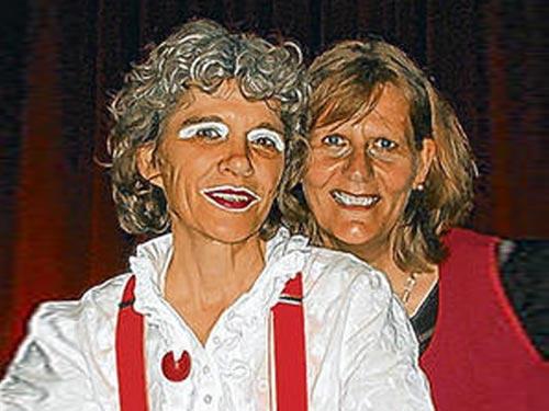 Trauerinstitut Deutschland Macht Schuld Etwa Sinn Clownin Aphrodite 01