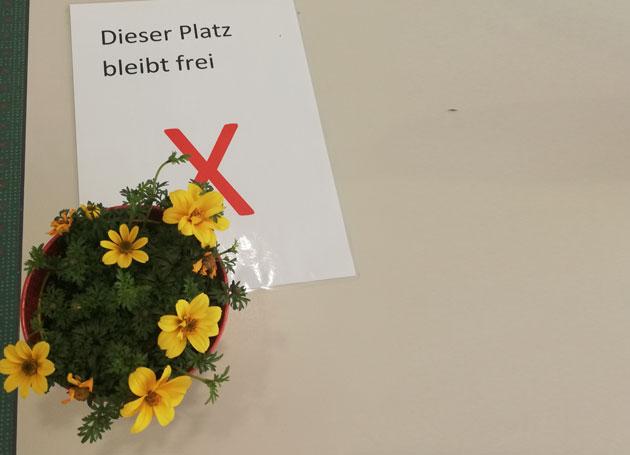 Grosse Basisqualifikation Corona Abstand Blume Chris Paul Trauerinstitut Deutschland